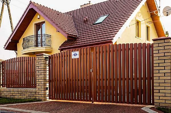 Изгородь и ворота