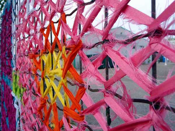 Ткань на заборе