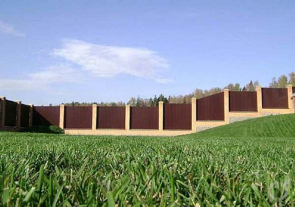 Ограда на склоне